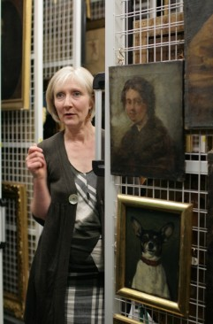 Jane captivating her audience with tales of hidden paintings