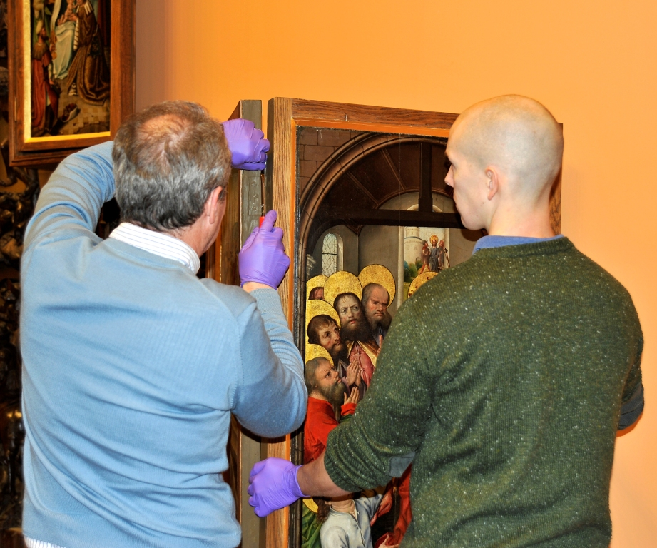 Altarpiece dismantle in the early picture gallery