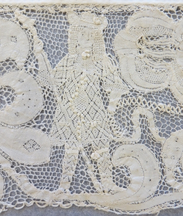 Border of Milanese bobbin lace, dated 1665-85 [2007.1.1.110]