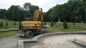 Chris Kearton laying gravel on the Parterre