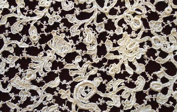Detail of lace collar (2007.1.1.16)