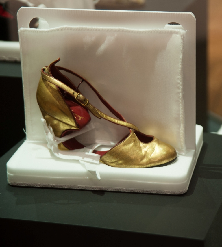 Joanne's favourite gold shoe, T.83:1,2-2009 Saks Fifth Avenue, USA, 1940 © Victoria and Albert Museum