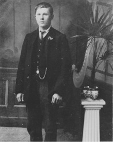 Ralph Hutchinson as a young man 1891-1918.jpg