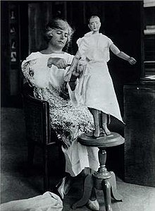 220px-Madeleine_Vionnet_in_her_studio_about_1920